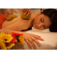 herbal-potli-massage-balls-lifestyle-image